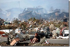 japan-earthquake-tsunami-nuclear-unforgettable-pictures-crying_33278_600x450
